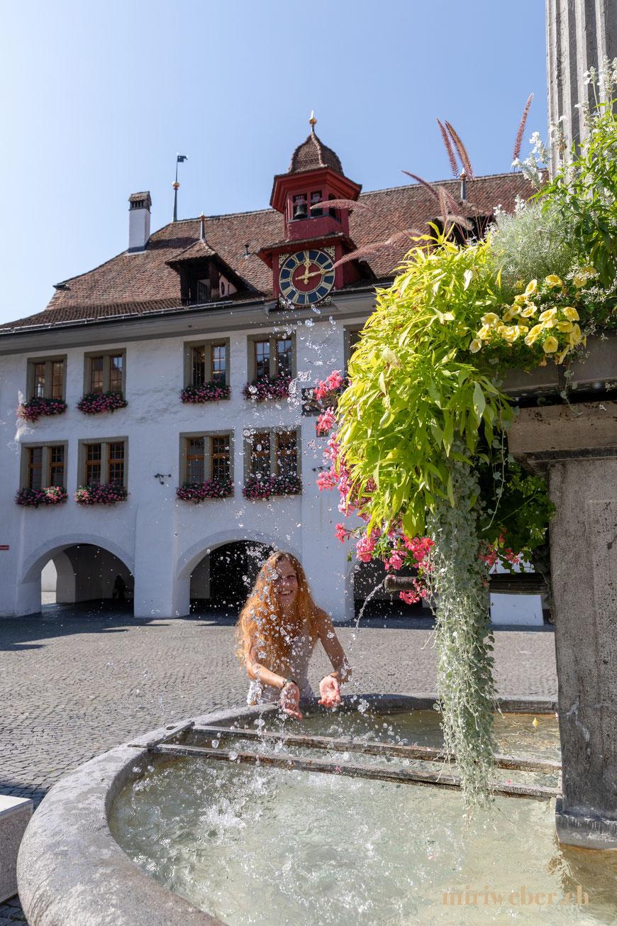 Rathausplatz Thun, Fotografin, Content Creator, Stadt Rundgang, Stadt Besichtigung, Travel Blog Schweiz, Tipps, Ausflug, Berner Oberland