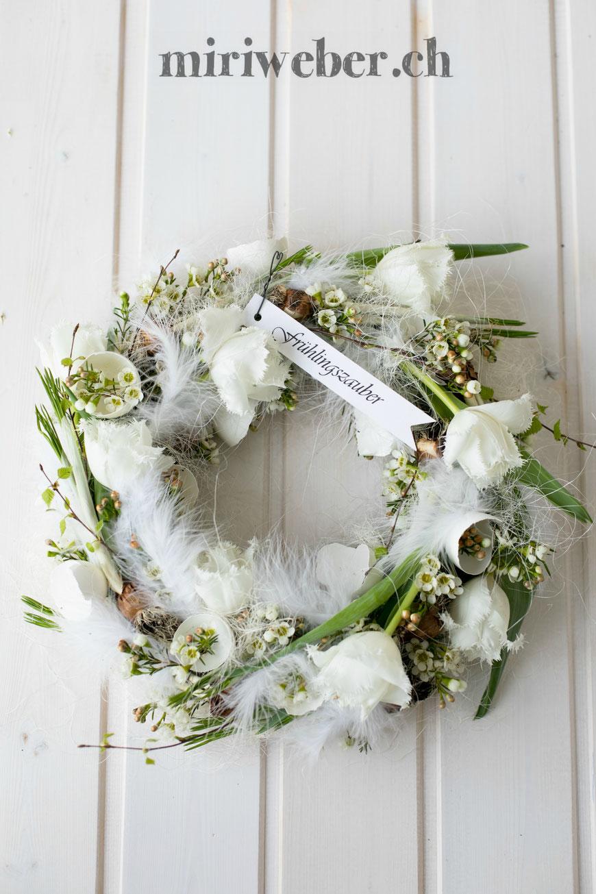 diy blumen kranz, frühling, frühlingskranz, selber machen, diy, blumen, springtime, oster, easter, wreath, floristik, kranz, diy, blog, kreativ, diy bloggerin schweiz, diy blog schweiz