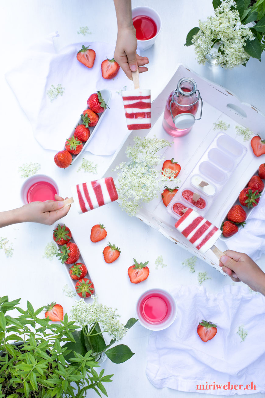 Erdbeer Holunderblüten Rezepte, Erdbeer Holunderblüten Eis, Erdbeer Holunderblüten Ice Cream, Erdbeer Holunderblüten, Rezept, einfach, schnell, Stengelglace, Stengel Eis, Foodblog Schweiz, Schweizer Foodblog, saisonal, Kinder Eis, gesundes Eis