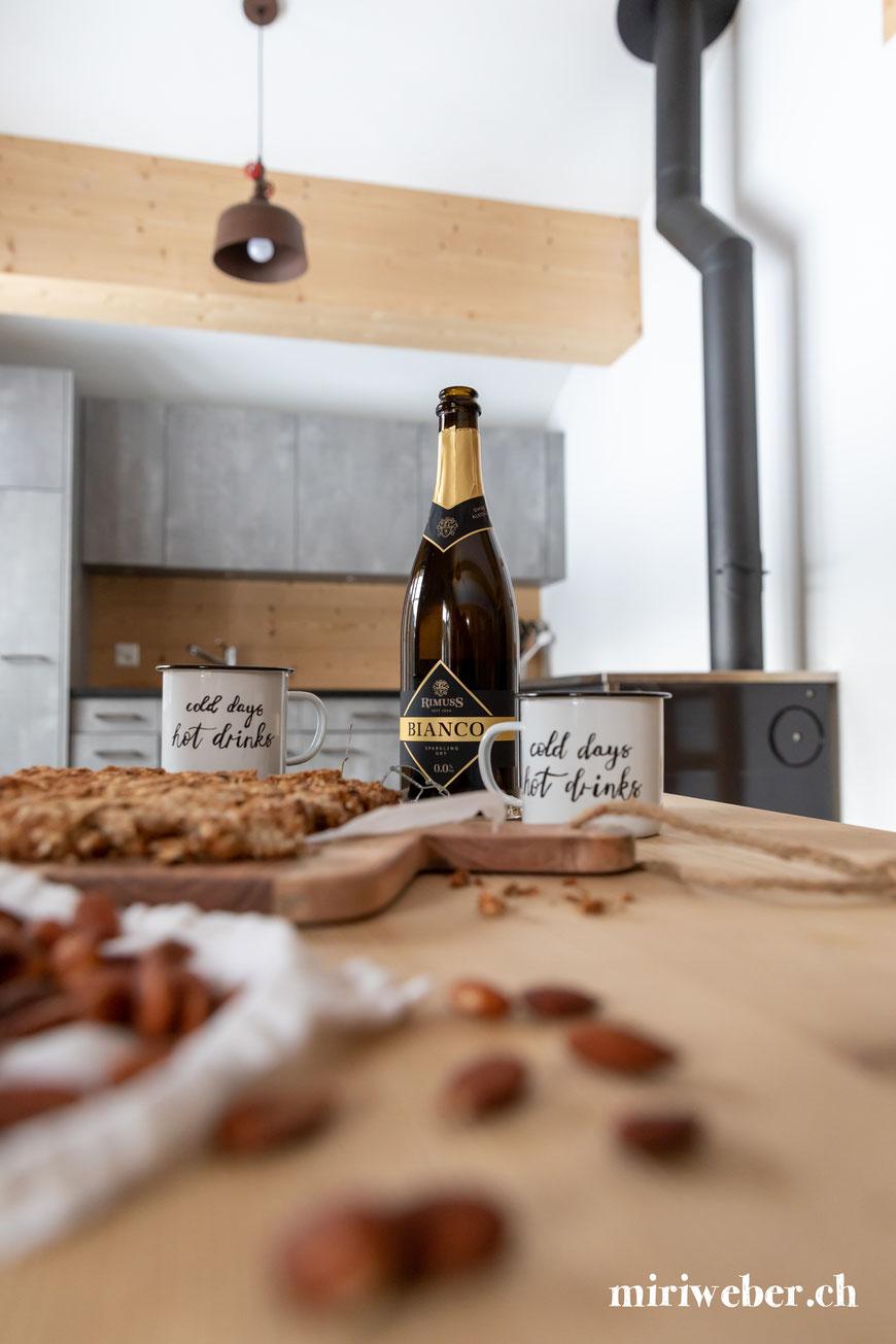 Punsch, Rezept, Heissgetränk, Glühwein, alkoholfrei, gesund, Holundersaft, Drink, Winter Apero, Rimuss, Content Creation Schweiz, Foodblog Schweiz, Schweizer Foodblog