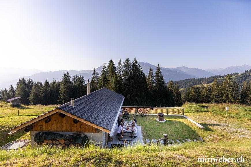 Hütte zum mieten, Flims, Laax, Falera, Tegia Alp Uaul, Fotografin, Content Creator, Graubünden, Berghütte, Chalet, Maiensäss