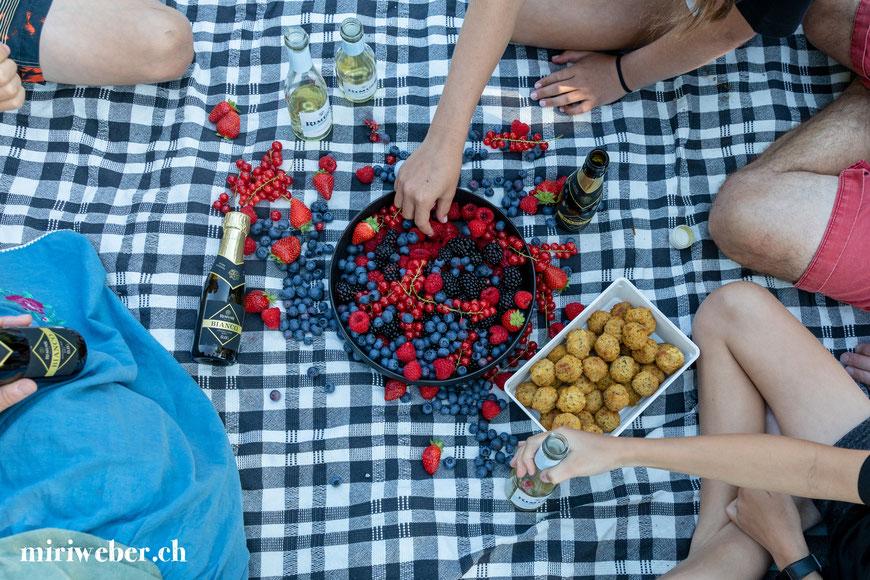Alkoholfrei, Apero, Foto Shooting für Rimuss am Caumasee, Flims, Laax, Rimuss Piccolo, Mini Rimuss Flaschen, Content Creator Schweiz