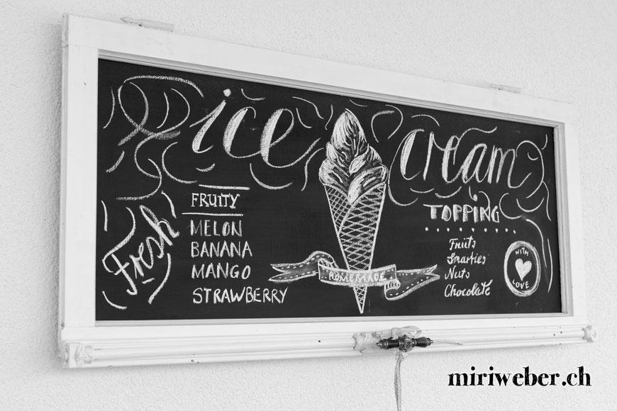 chalk, kreide, wall, tafel, chalk board, selber machen, DIY, kreide tafel, kreativ, blog, diy blog schweiz, upcycling, shabby fenster, glace, sommer chalk board, summer chalk board, ice cream, glace karte lettering, eis