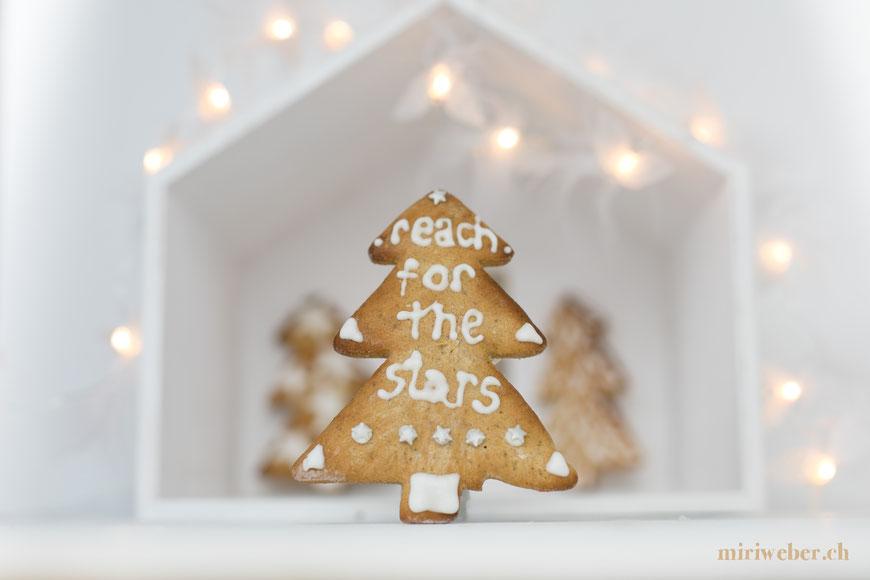 lebkuchen, weihnachts bäckerei, lebkuchen beschriften, glasur lebkuchen, lettering schweiz, reach for the stars, foodblog schweiz, schweizer foodblog, foodstyling schweiz, foodphotography schweiz, foodfotografie schweiz