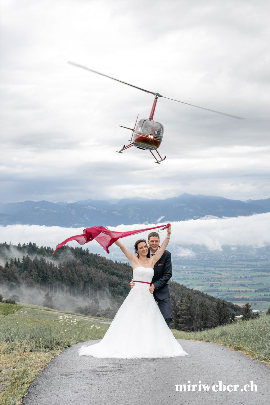 Kartause Ittingen, Hochzeit, Fotografie, Hochzeitsfotografin, Hochzeitsfotograf, Schweiz, Helikopter Flug, Überraschung, Alpstein, Alpenrundflug, Heli, Säntis, Bodensee, Seealpsee, Aescher, Wildkirchli, St. Gallen