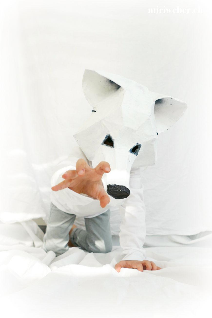 DIY, Maske, Eisbär, Wolf, Wintercroft, selber machen, kreativ, DIY Blog Schweiz, Fasching, Kinder, Kostüm, Papmache, Kleister, Papier, basteln, mit Kindern, Fasching, Fasnacht, Karneval, Familien Blog Schweiz