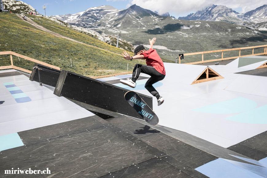 Skatepark, Galaaxy Park, Skateboarding Park, Laax, Graubünden, Schweiz, Alpen, Crap Sogn Gion, Vans Shop Riot, Event, Freestyle Park, Halfpipe, Pumptrack, Sommer, Berge, Familienferien, Skate, Team Trouble, Blog Schweiz, Travel