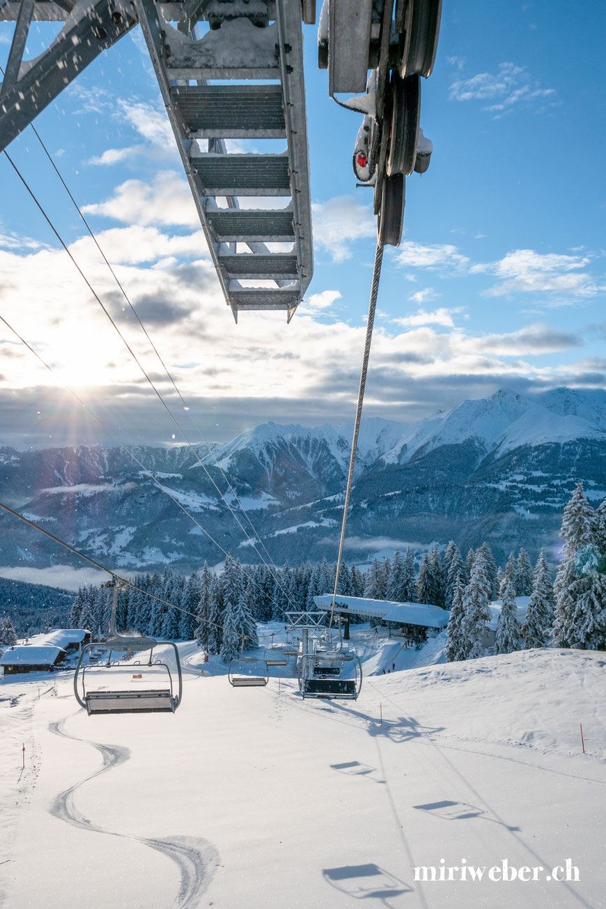 Sessellift, Curnius, Flims, Laax, Falera, Skigebiet Flims, Laax, Bergbahnen, Wintersaison, Winter, Pisten, Berghütte, Fotografin