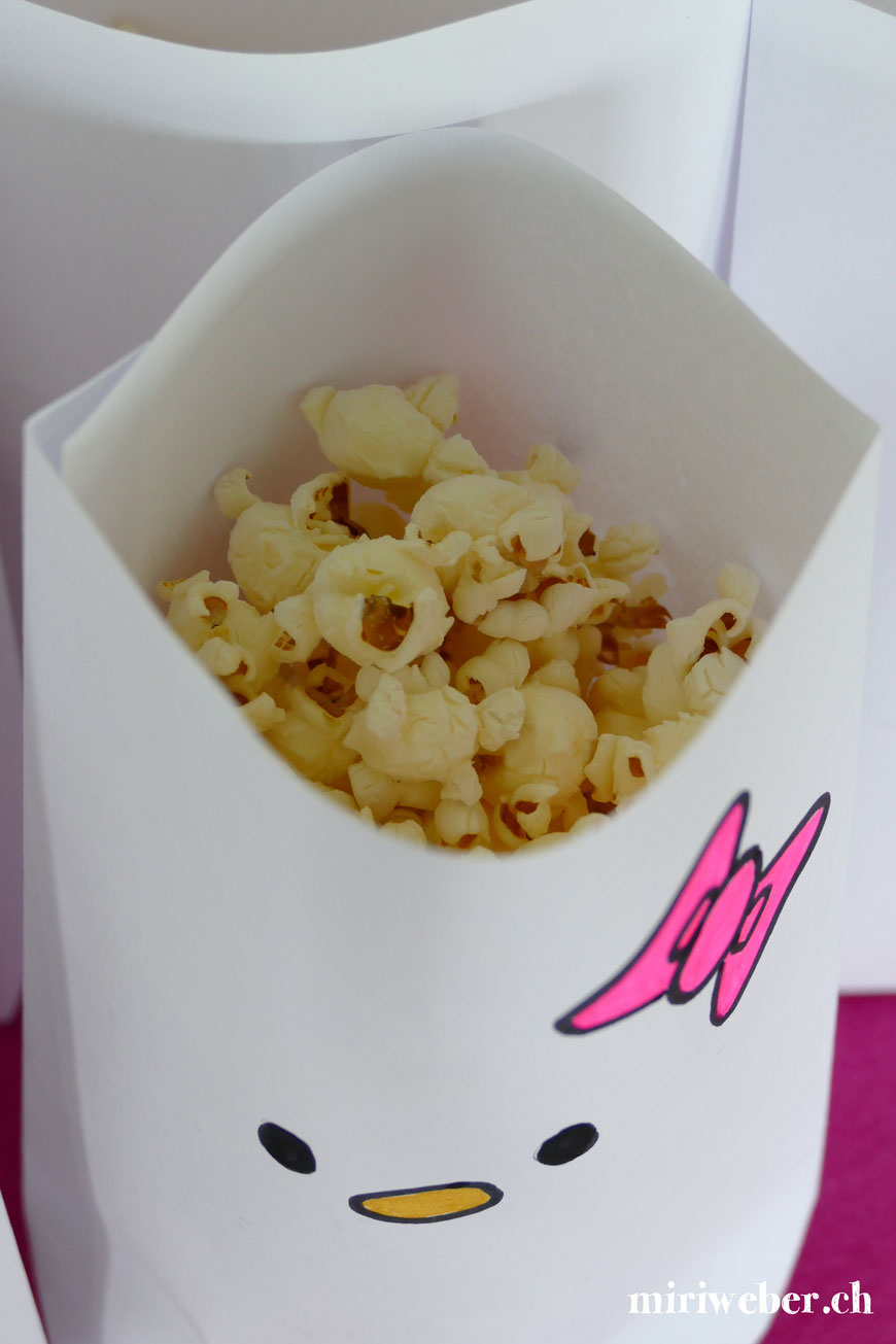 Hello Kitty Popcorn Tüte basteln, Tüte selber machen, Hello Kitty Party