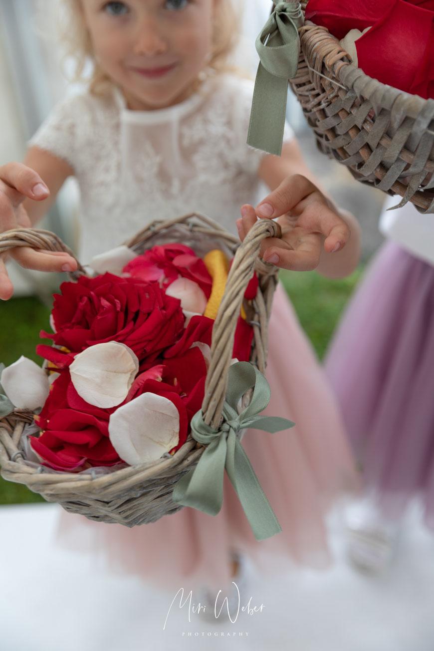 Hochzeit, heiraten, Hochzeitsfotograf, Hochzeitsfotografin, Blumenmädchen, Villa Felber, Hochzeitslocation, Bodensee