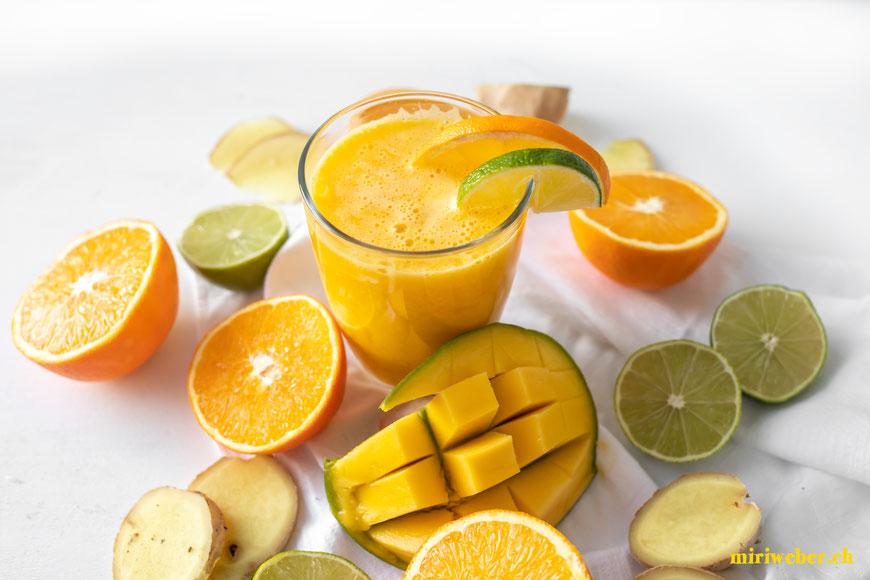 Rezept, Drink, Vitamine, Vitamindrink, Test, Novis, Vitajuicer, Fruchtsaftpresse, Gemüsepresse, Juicer, Frucht, Gemüse, Saft, Entsafter, Foodblog Schweiz, Video, Test, Rezept, Vitamindrink