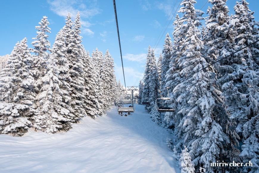 Skigebiet, Flims, Laax, Sessellift, Bergbahnen, Winter, Pisten, Berghütte, Skiferien, Graubünden, Familie
