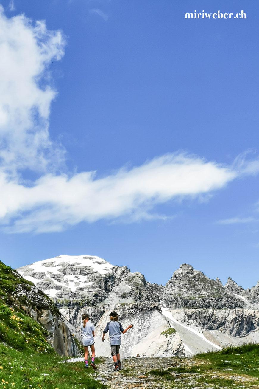 Wanderung Alp Nagens, Naraus, Segnesboden, einfache Wanderung, Familien Wanderung, Wanderung mit Kinder, Wandertipps, Flims, Laax, Falera, Graubünden, Schweiz, Familien Blog, Travel Blog, Tipps für Familien, Tschingelhörner, Unesco Welterbe