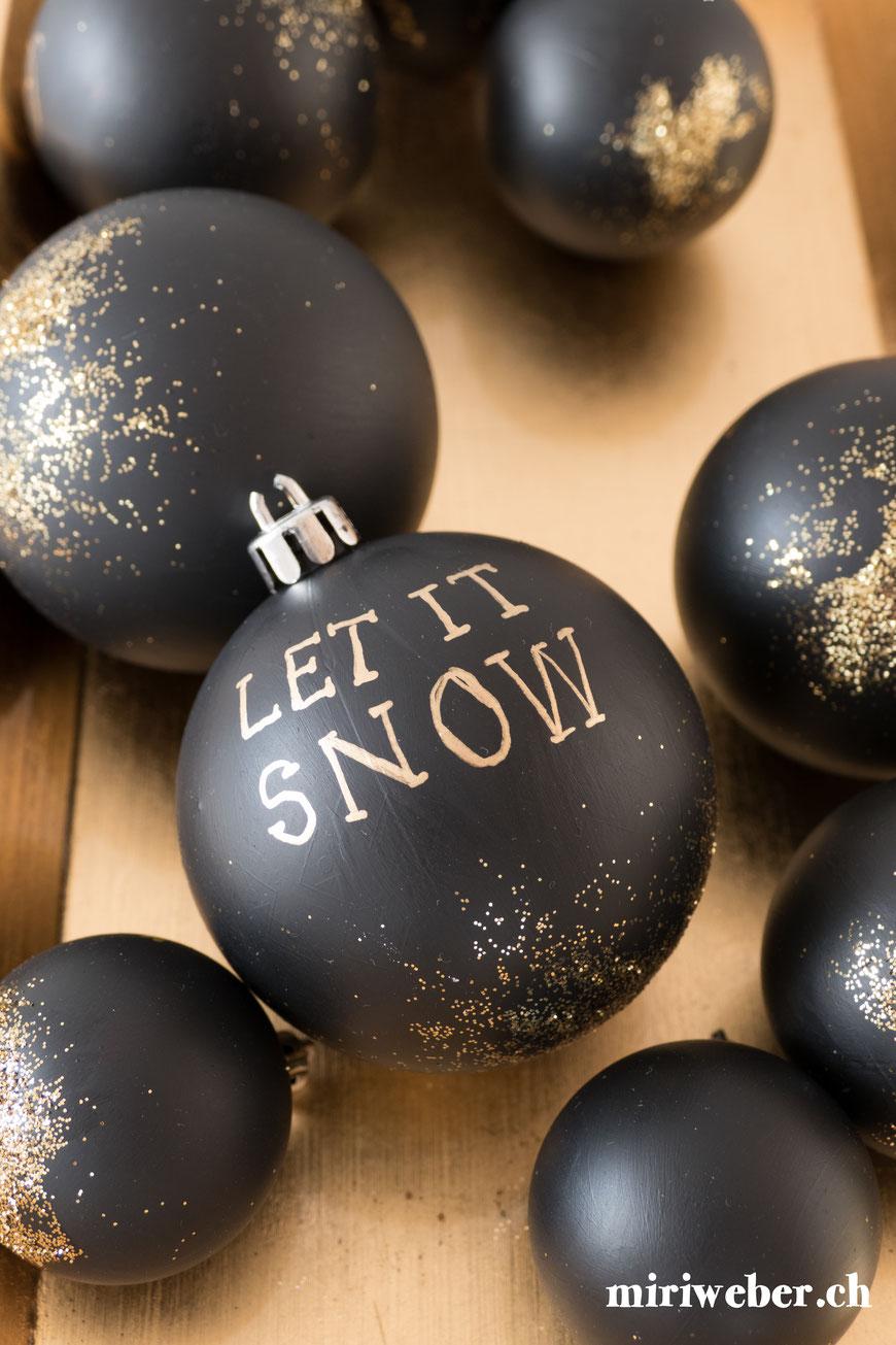 Alte Weihnachtskugeln anmalen, alte Weihnachtskugeln neu, DIY Weihnachtskugel, Lettering Weihnachtskugel, Weihnachtskugel beschriften, Weihnachtskugel anmalen, DIY Weihnachten, basteln mit Kindern, Kreativ Blog Schweiz, Schweizer Bastelblog
