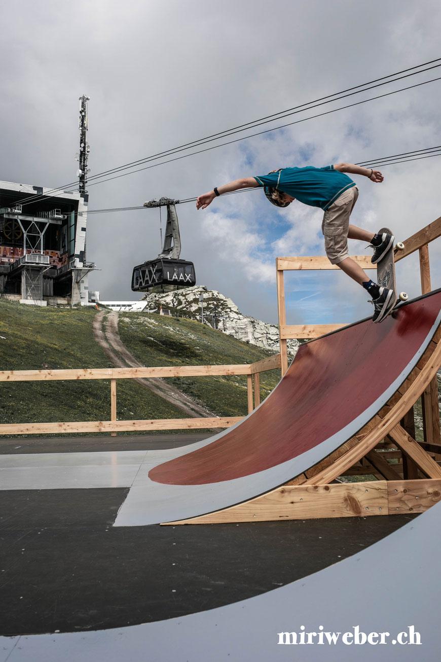 Skatepark, Galaaxy Park, Skateboarding Park, Laax, Graubünden, Schweiz, Alpen, Crap Sogn Gion, Vans Shop Riot, Event, Freestyle Park, Halfpipe, Pumptrack, Sommer, Berge, Familienferien, Skate, Team Trouble, Blog Schweiz, Travel, Familien Blog, Mama Blog