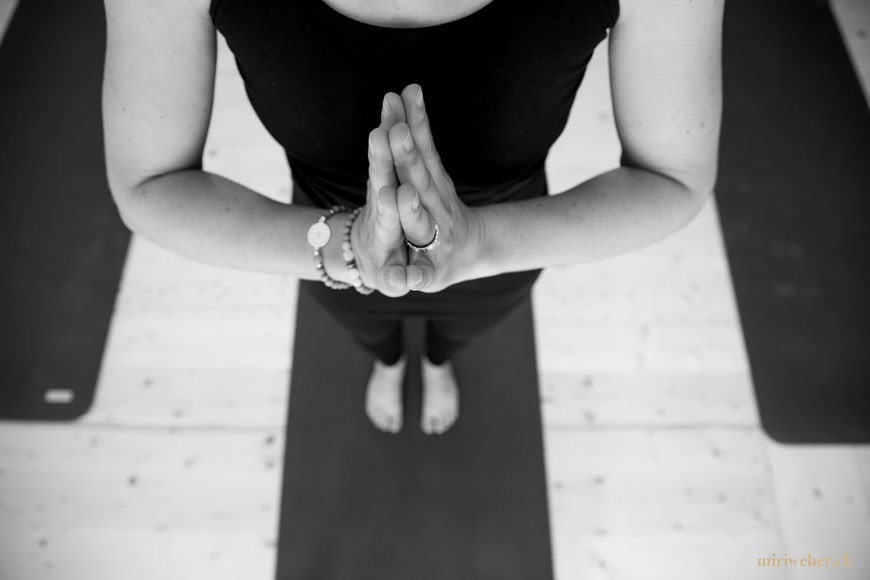lineup Yoga, St. Gallen, Yoga Studio St. Gallen, kreatives Portrait Shooting, Schweizer Business Fotografin, Bild Idee, Yoga, Position, Pinterest, Foto, Shooting, Shooting Drei Weihern