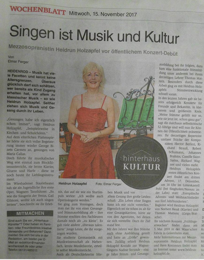 """Feature über Heidrun Holzapfel, Mezzosopran, in der Reihe """"Hinterhof-Kultur"""" im Wochenblatt des Rhein-Main-Verlags."""
