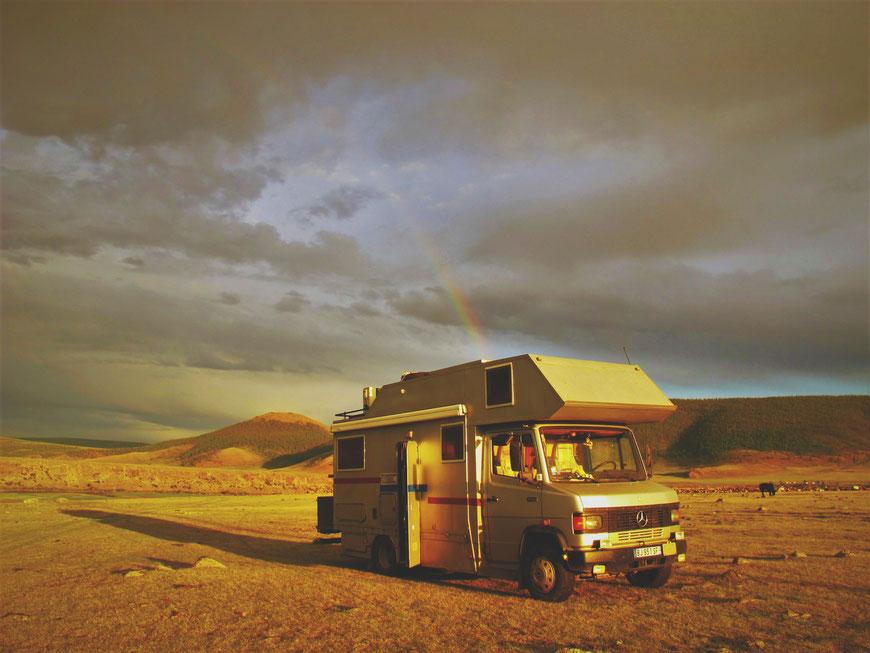 bigousteppes mongolie camion mercedes arc en ciel