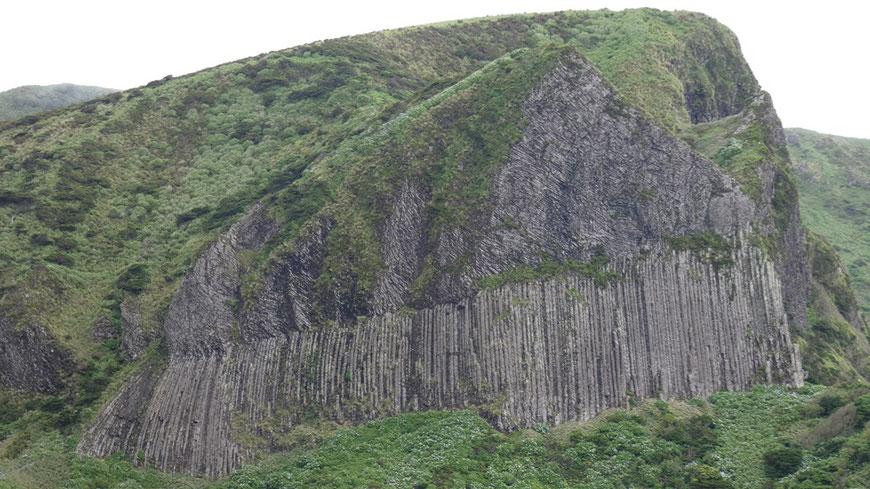 Rocha dos Bordoes - 30 m hohe Basaltsäulen auf der Insel Flores