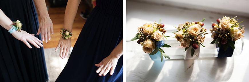 Brautjungfern mit Blumen bei Hochzeit