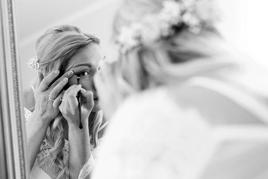 Braut schminkt sich Martin Schneider Fotografie Görlitz