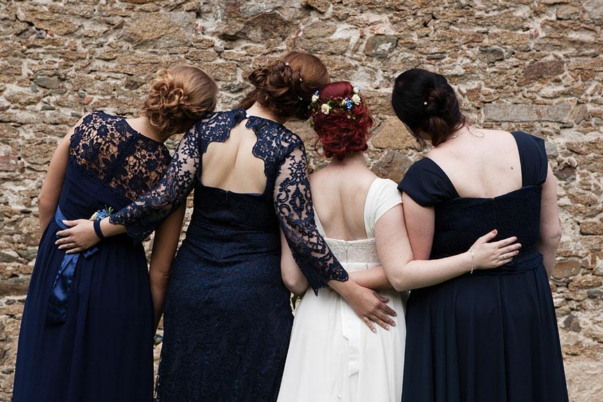 lockere Gruppenbilder bei Hochzeit in Schloss Spreewiese bei Bautzen nahe Dresden