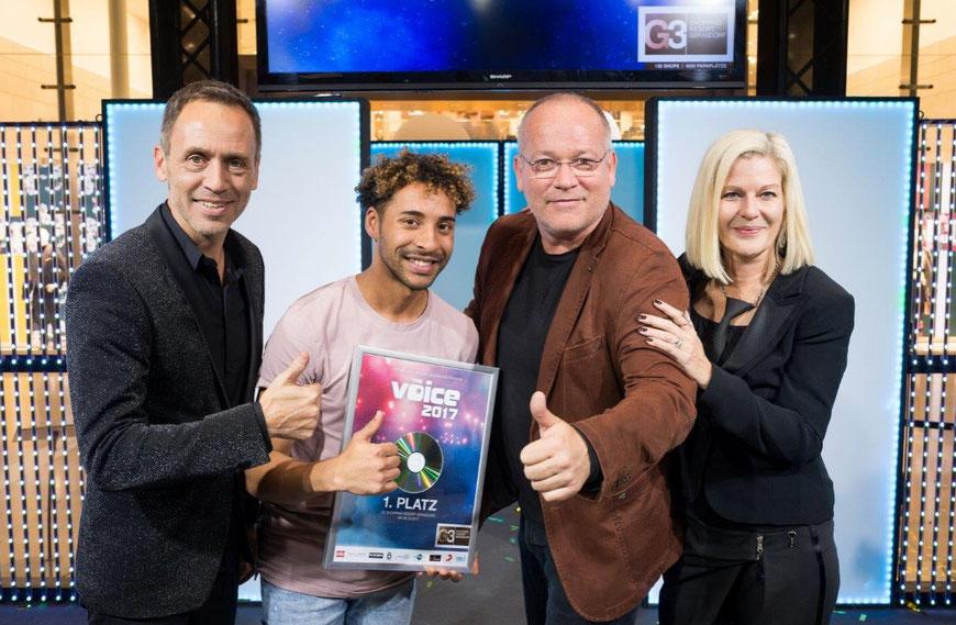THE VOICE 2017 Graham Wise mit dem Veranstalterduo Reinhart Gabriel & Helga Matzka und dem Produzenten Alex Kahr