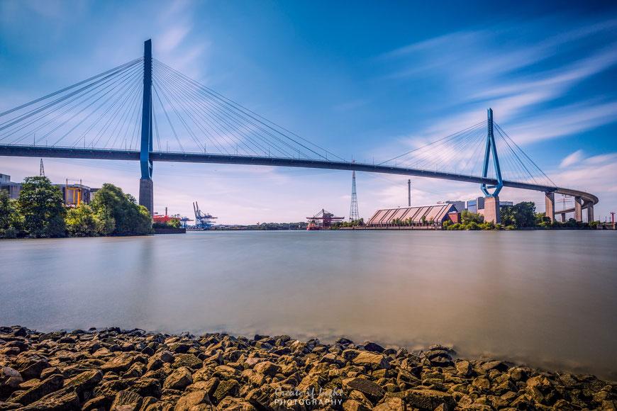 Die Köhlbrandbrücke - eines der Wahrzeichen von Hamburg