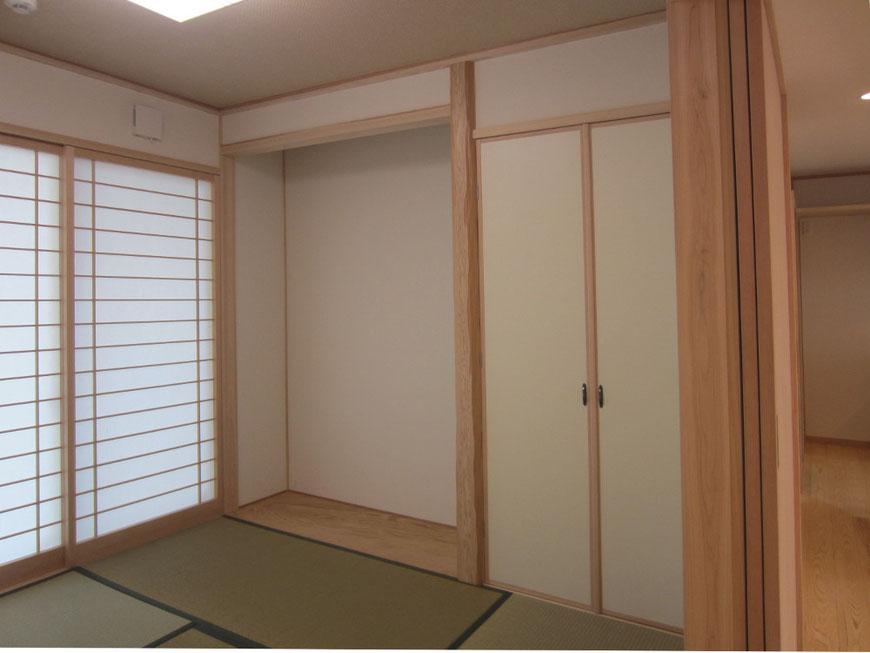 和室の床の間ー床柱は杉の面取柱