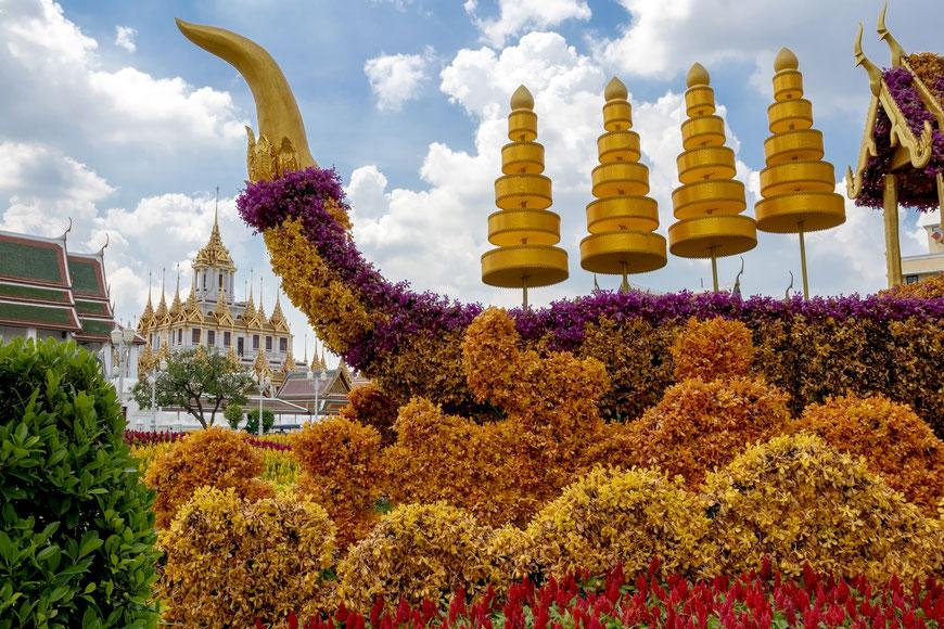 Prieš Karališkųjų baržų ceremoniją miestas išpuoštas gėlių skulptūromis