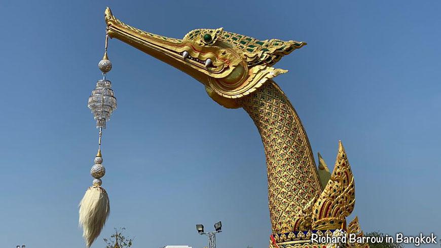 Karališkoji Auksinės gulbės barža Suphannahong Bankoke