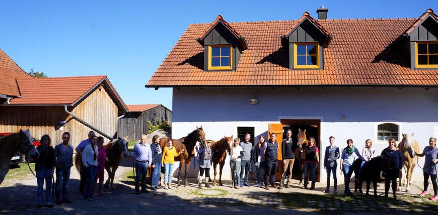 Einsteller, Reitbeteiligungen, Pferde und das Team feiern im September 2018 das 25jährige Jubiläum Reiten in Dingstetten