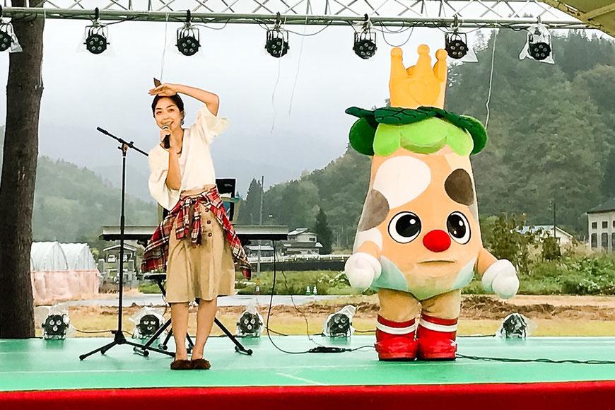 福島県只見町「水の郷うまいもんまつり」二日目「ブナりんと松下恵美」ステージ