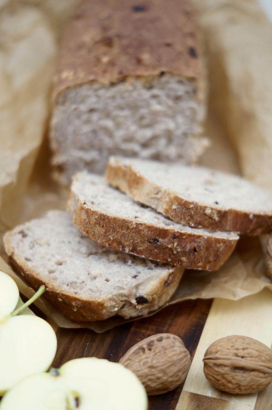 veganes Apfel-Walnuss Brot