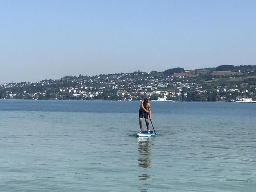 Was für ein Erlebnis: Stand Up Paddling auf dem Zürichsee. Alain Yves Gozzer in Action.