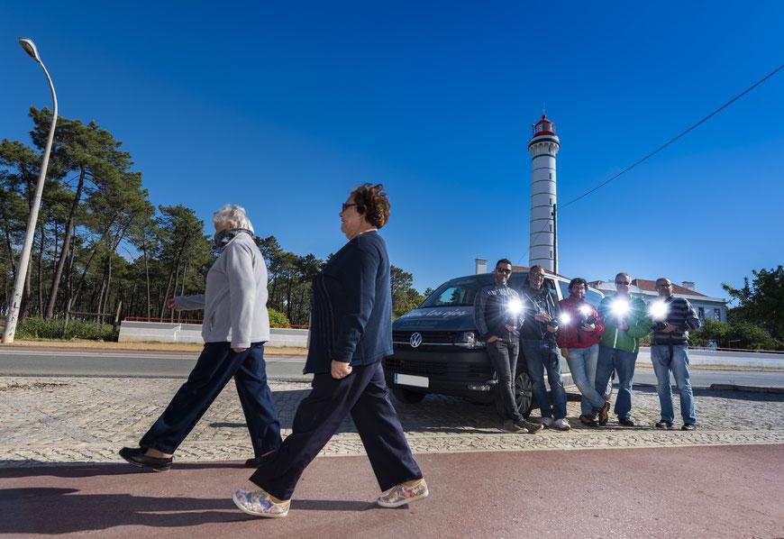 Viaje fotográfico / Llegando a una localización para la práctica, flashes cargados