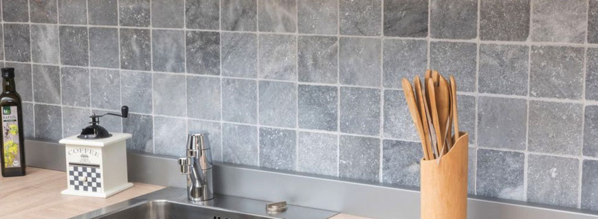 Marmo Bianco Carrara anticato