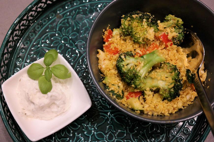 Blumenkohl-Couscous mit buntem Gemüse | low carb, vegan & schnell zubereitet