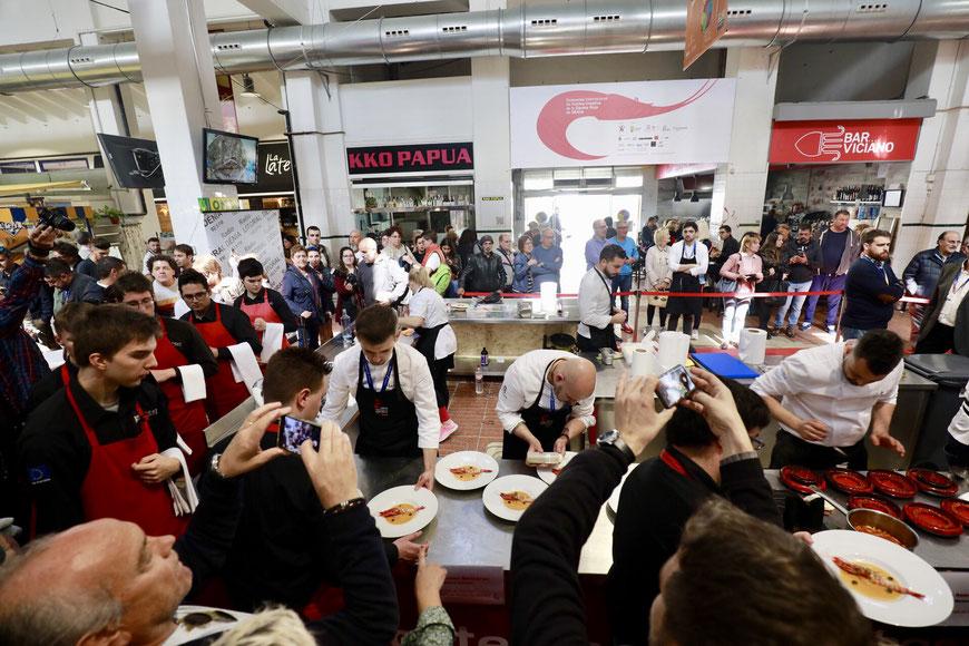 Una de las estampas que nos dejó el VIII Concurso Internacional de Cocina Creativa de la Gamba Roja de Dénia. Foto Xepo WS