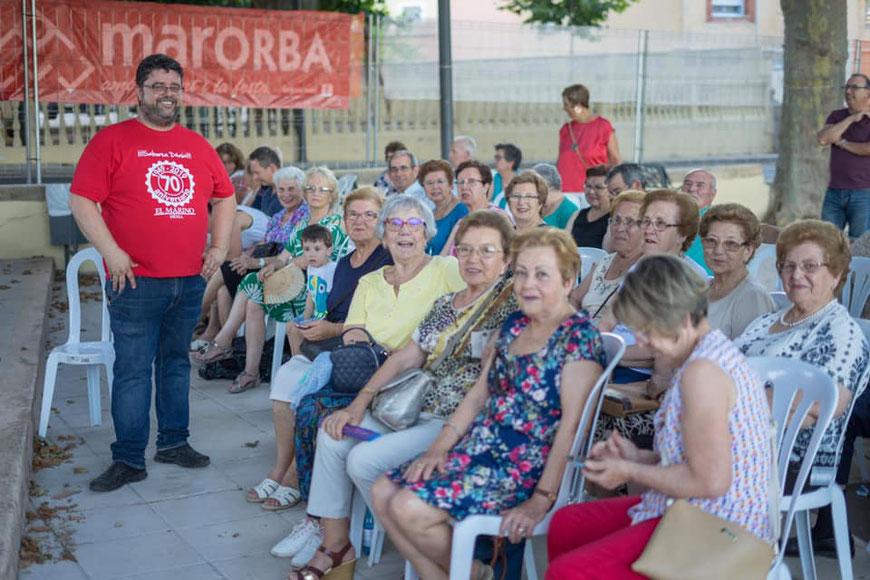 Bati Bordes (El Marino Dénia) posa ante el público de La Font Experiències, en Sagra durante el último fin de semana de junio