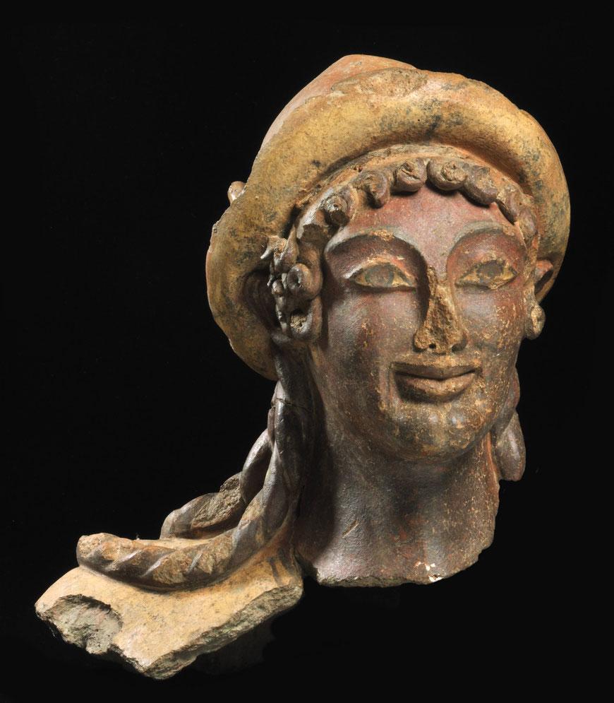 Kopf einer Terrakottastatue des Gottes Hermes.