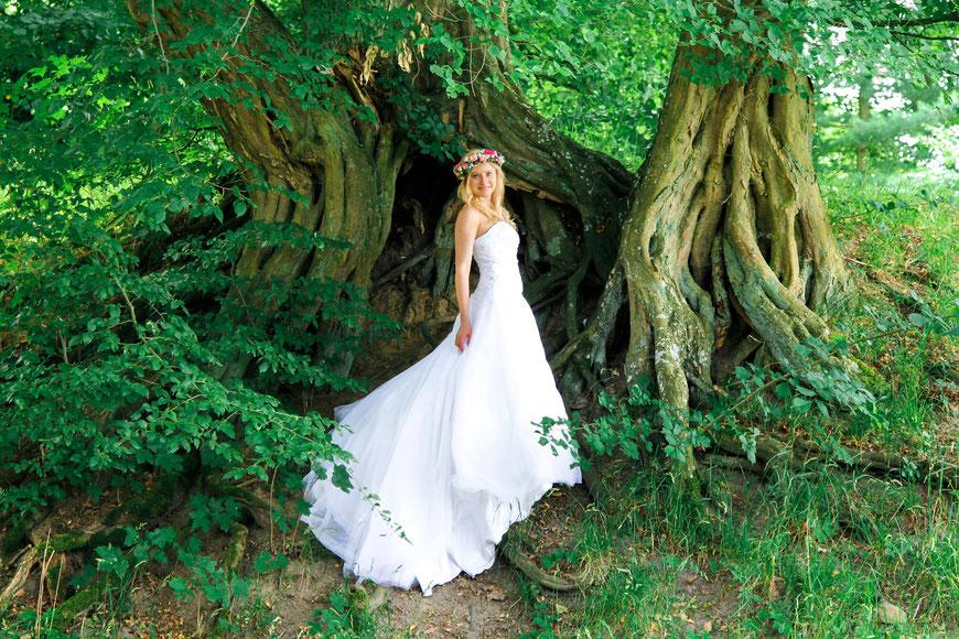 After Wedding Shooting mit Lisa Klingenberg vor einem großen Baum| Teil 4| Hendrikje Richert Fotografie| Neubrandenburg