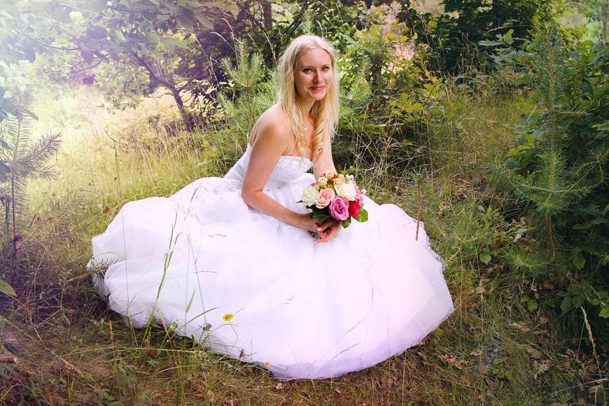 Elfenhaftes Portrait im Brautkleid in der Natur| Hendrikje Richert Fotografie| Neubrandenburg