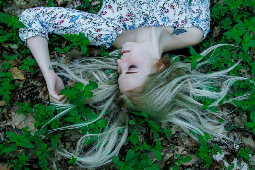 Portraitshooting mit Bianca| Kirschblüten| outdoor Fotografie| Natur| Portrait| Mädchen| blond| Wald| Neubrandenburg| MV| Greifswald| Hendrikje Richert Fotografie