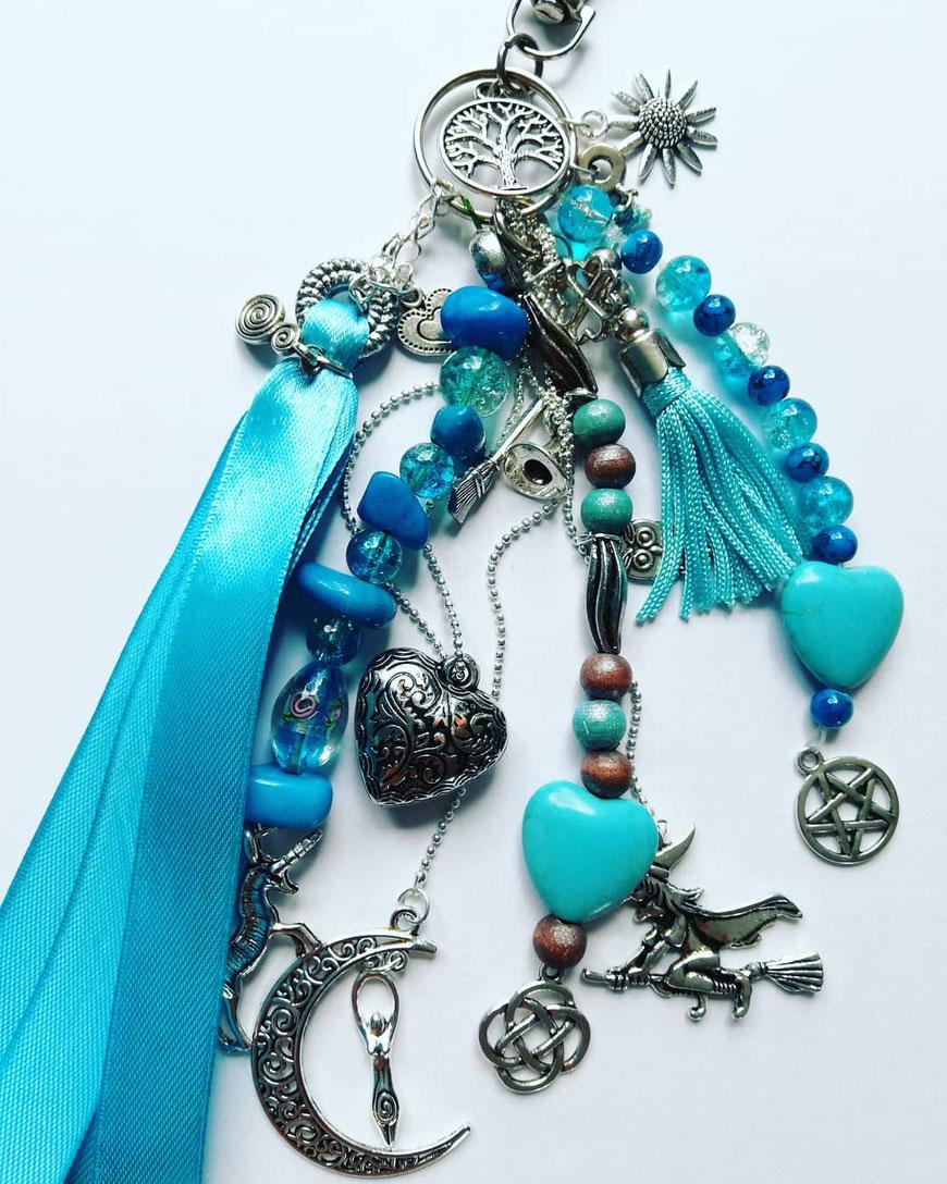 Heksen sleutelhanger blauw