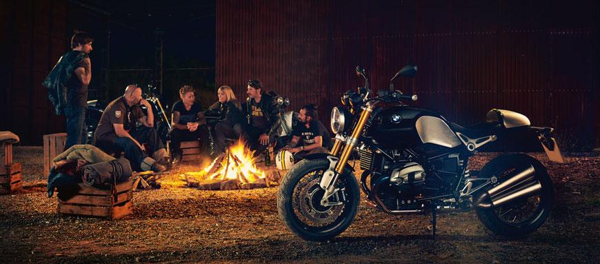 Feierabend-Probefahrt auf gestellten BMW Motorrädern mit Grillbuffet