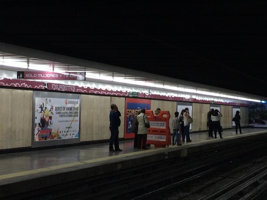 Espace réservé aux femmes et aux enfants dans le métro de la Ville de México