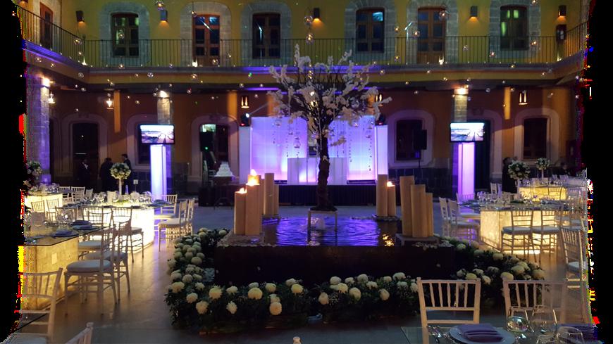 Montaje dj para bodas terminado con iluminación en morado en Casa del Corregidor