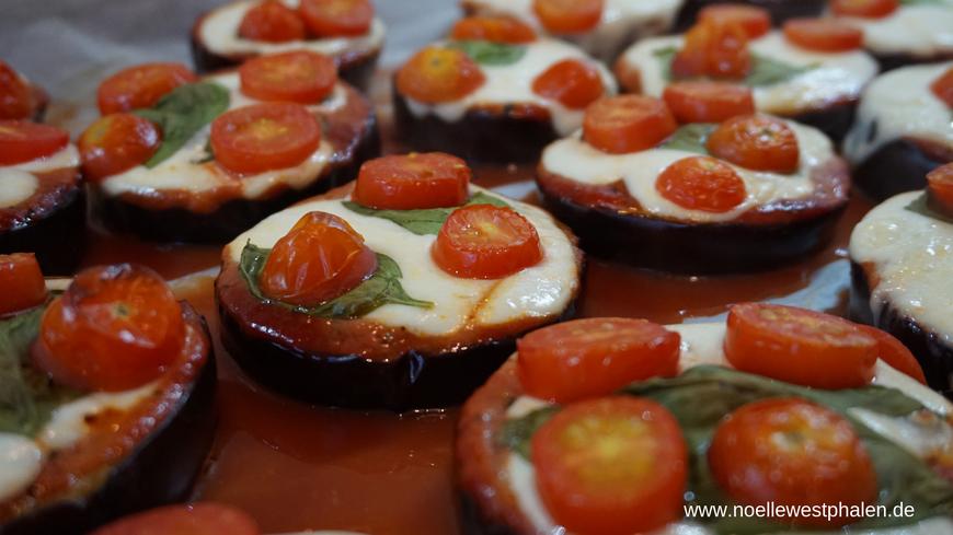 Pizza Auberginen Backbleck Tomaten Basilikum Spinat Käse Mozzarella Ofen gesund Soulfood