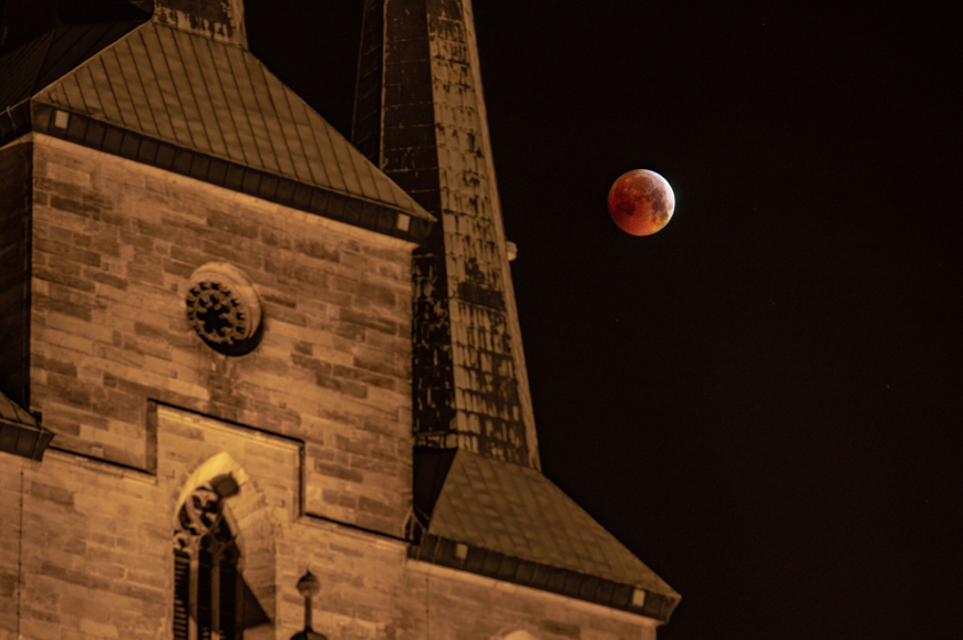 Mondfinsternis 2019 am Erfurter Dom by picPond